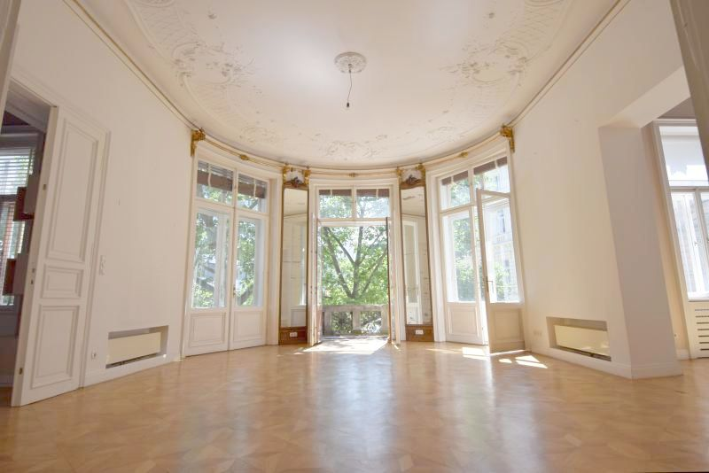 Salon mit Blick Richtung Balkone