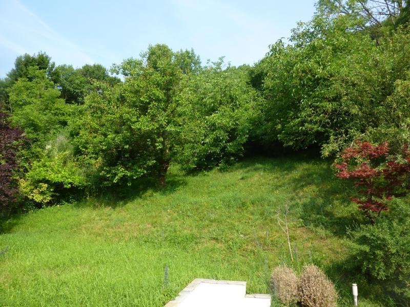 Großzügige Villenetage auf zwei Ebenen mit Garten und Kfz-Stellplätzen in Bestlage