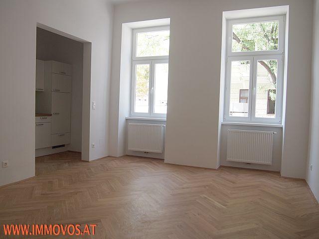 A. Wohnschlafzimmer: Musterfoto