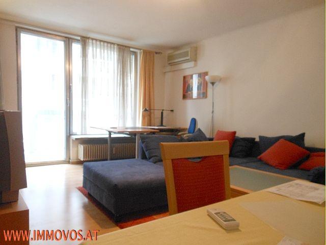 Wohnzimmer mit Ausgang zur Loggia