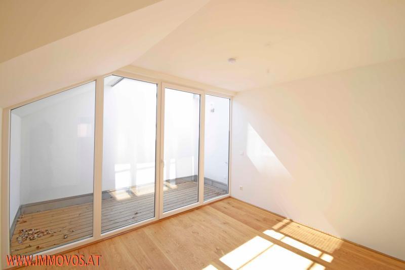 Schlafzimmer mit Terrasse.jpg