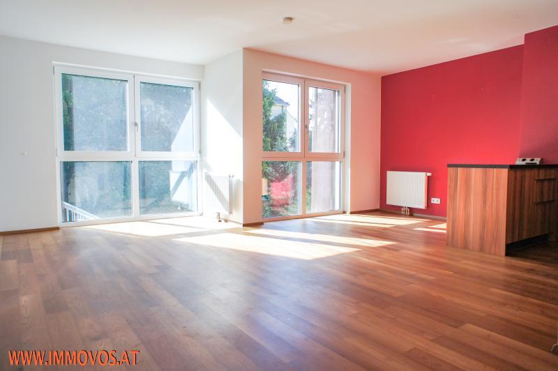 Wohnküche mit Eingangsbereich.jpg