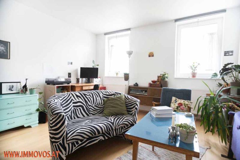 B. Wohnzimmer: Ansicht 1