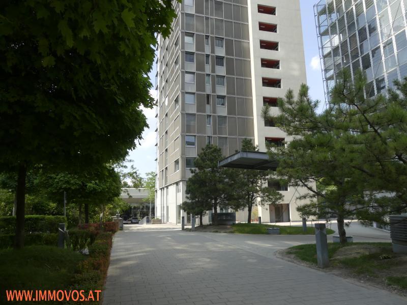 MODERNE UND GROSSZÜGIGE 2-ZIMMER-WOHNUNG IN TOPLAGE NÄHE UNO CITY-  MIT LOGGIEN UND GARAGENPLATZ  /  / 1220Wien 22.,Donaustadt / Bild 2