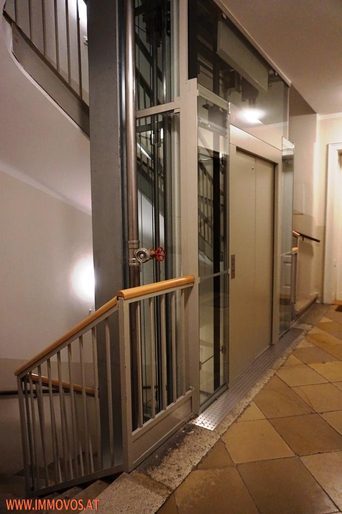 Lift barriere-frei zugänglich