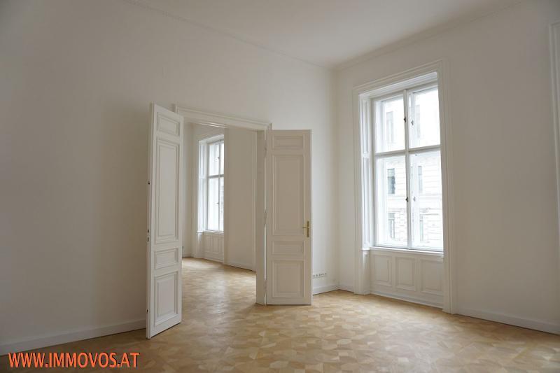 Stiltüren und Kastenstockfenster