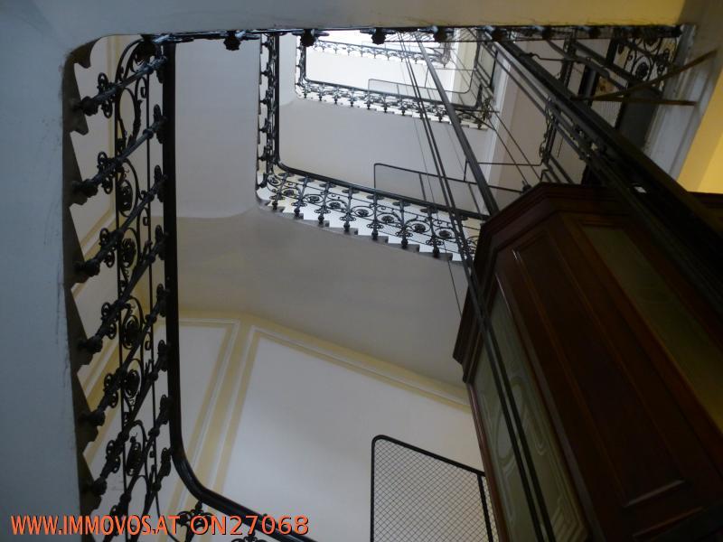 Stiegenhaus mit Lift