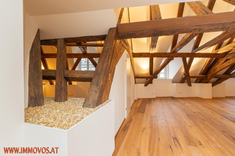 besonderes Ambiente in barockem Dach