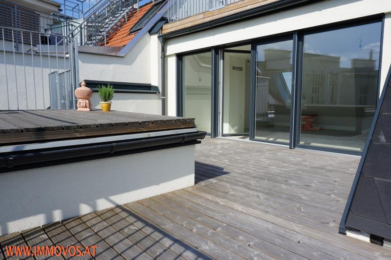 geschützte Terrasse direkt vor dem Wohnraum