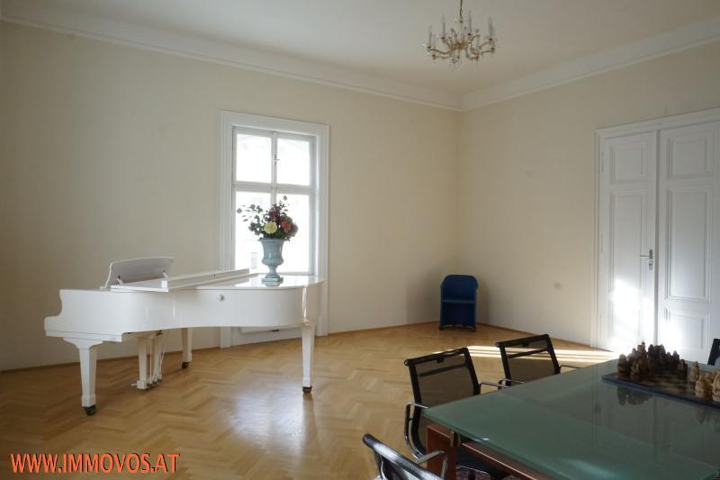 sep entrance to living room via corridor
