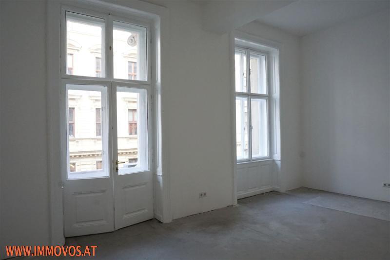Zimmer mit Balkon (Masterbedroom)