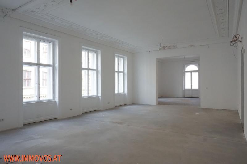 Blick vom Wohnsalon in das anschld. Eckzimmer