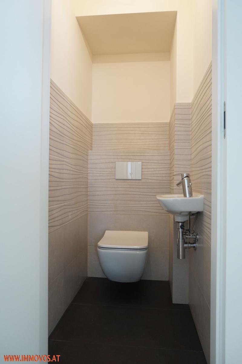 WC zwischen Schlafzimmern u. neben Bad