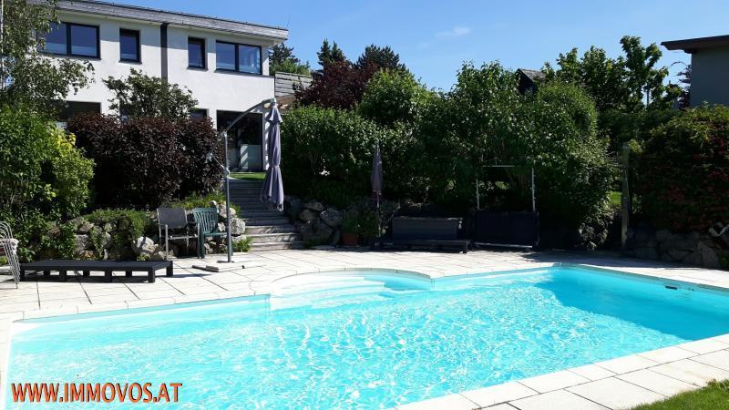 Freuen Sie sich schon auf den Sommer: Genießen Sie Ihre Freizeit entspannt am Pool Ihres exklusiven Domizils in Neustift /  / 1190Wien 19.,Döbling / Bild 2