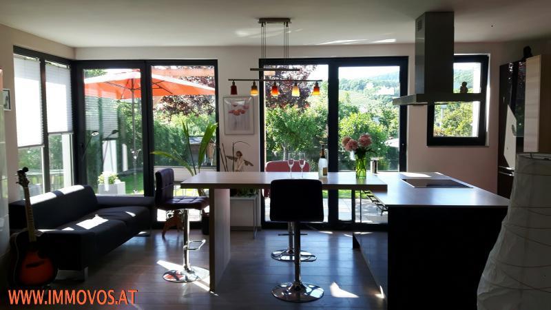 Wohnbereich mit offeren Küche samt Insel