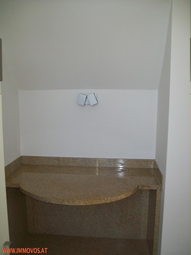 +++Einzugsreife, frisch ausgemalte Zweizimmerwohnung MIT SCHÖNER AUSSICHT IN DER GARTENSTADT++ /  / 2020Hollabrunn / Bild 1