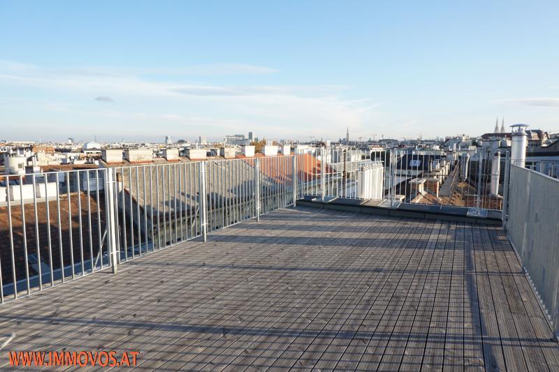 360 Grad Rundgang: Fantastisches Panorama von Penthouse-Terrasse - 4 Zimmer Erstbezug mit Dachterrassen-Traumblick + Stellplatz /  / 1090Wien 9.,Alsergrund / Bild 0
