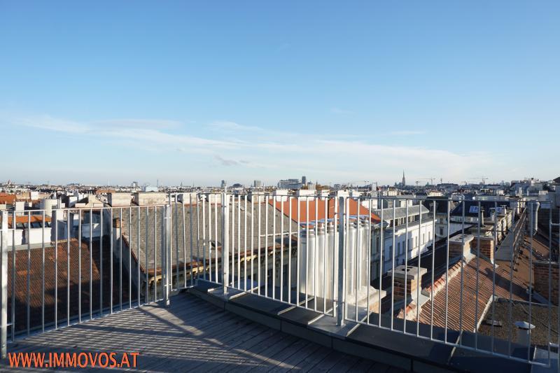 360 Grad Rundgang: Fantastisches Panorama von Penthouse-Terrasse - 4 Zimmer Erstbezug mit Dachterrassen-Traumblick + Stellplatz /  / 1090Wien 9.,Alsergrund / Bild 1