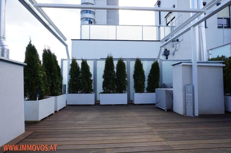 Terrasse mit Beschattung