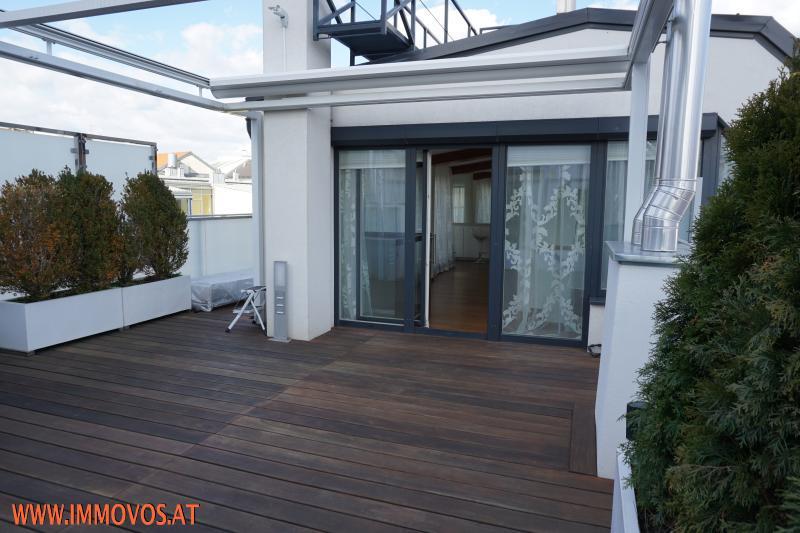 Terrasse direkt vor dem Wohnraum