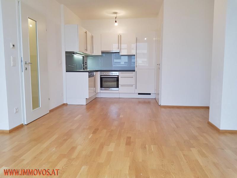U3 vor der Tür! Moderne, hochwertig ausgestattete 2-Zimmer DG-Wohnung