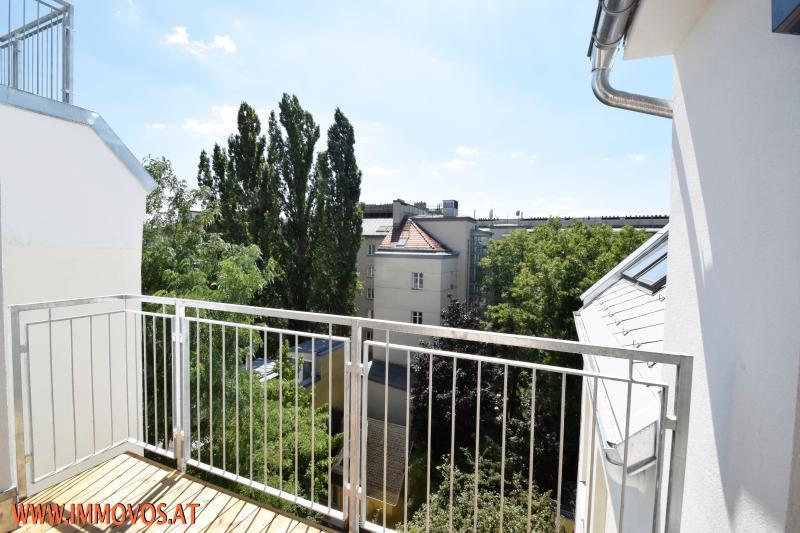 DG Terrasse auf Wohnebene mit Blick in den Innenhof.jpg