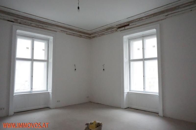 Eckzimmer mit Stuckleisten