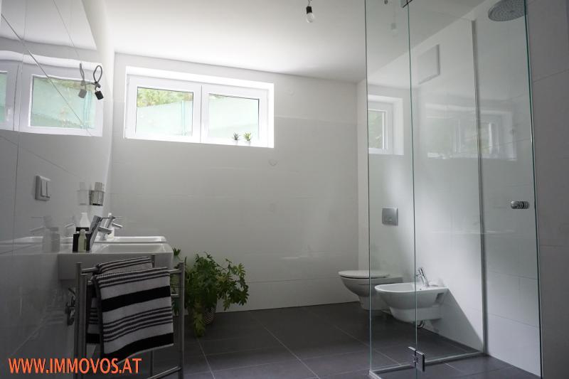 Bad in Etage 1 mit Dusche/Bidet