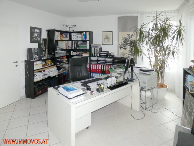 13 Büro/Schlafzimmer