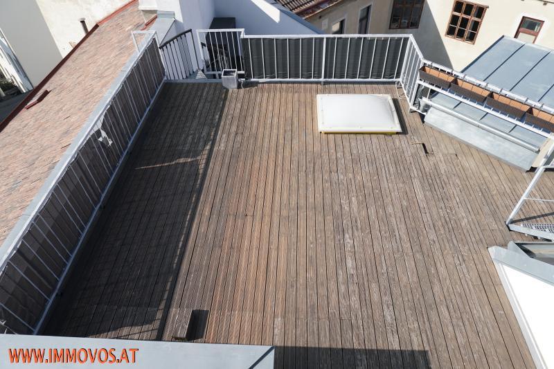 Bild 13 Blick vom Flachdach auf die Terrasse DG 2.JPG