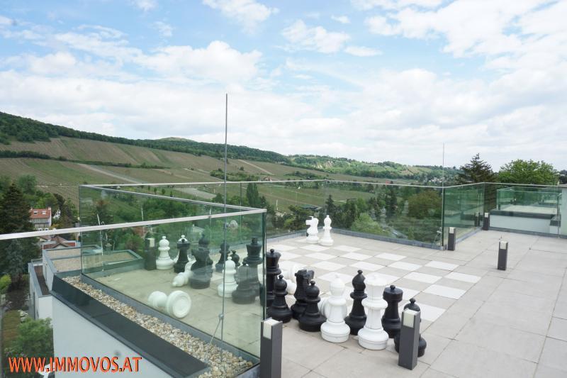 sonnige Dachterrasse mit Panoramablick