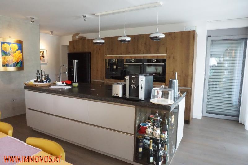 Luxus-Einbauküche mit Insel