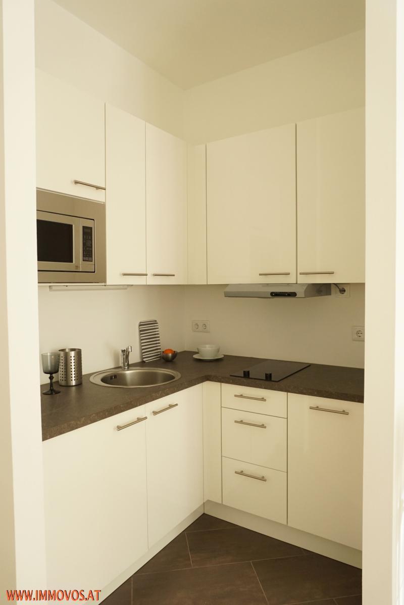 Einbauküche mit Geräten ausgestattet