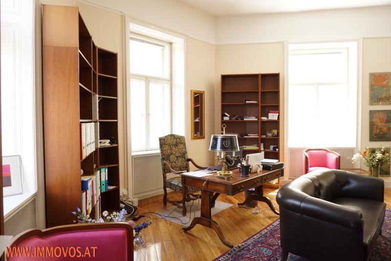Erker-Zimmer als Büro