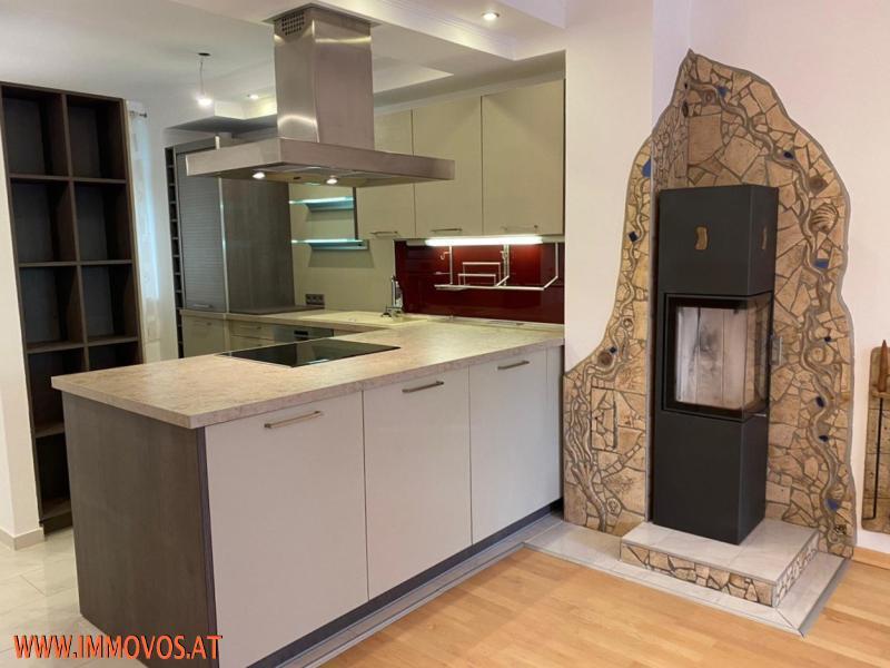 Einbauküche mit Kaminofen
