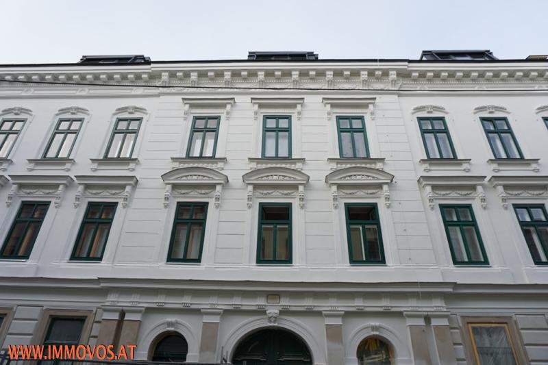 Reich dekorierte Altbau-Fassade