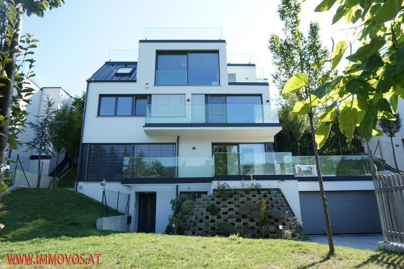 A place near heaven: Enjoy your private pool and your modern estate with a stunning view at a calm green area in Neustift /  / 1190Wien 19.,Döbling / Bild 3